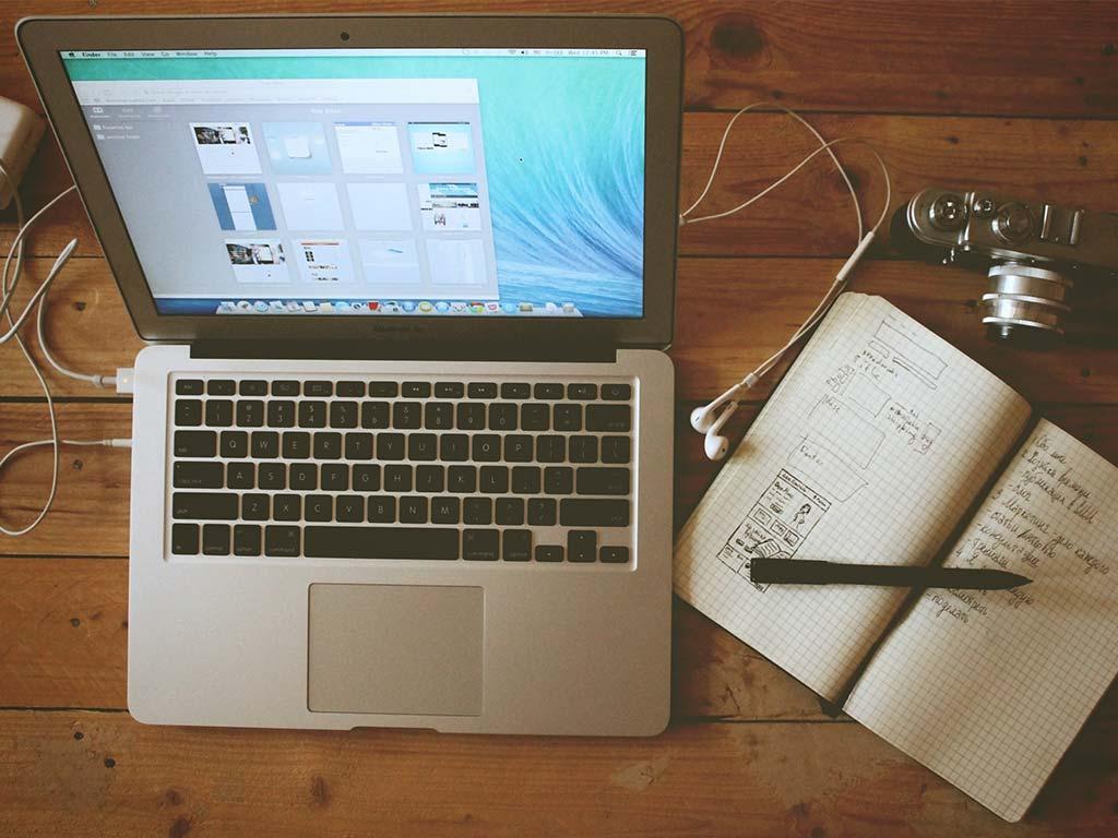 digital nomad-jobs graphic designer
