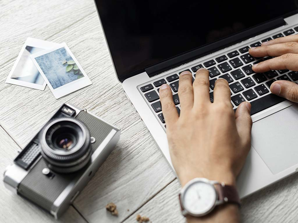 how to set up a travel blog
