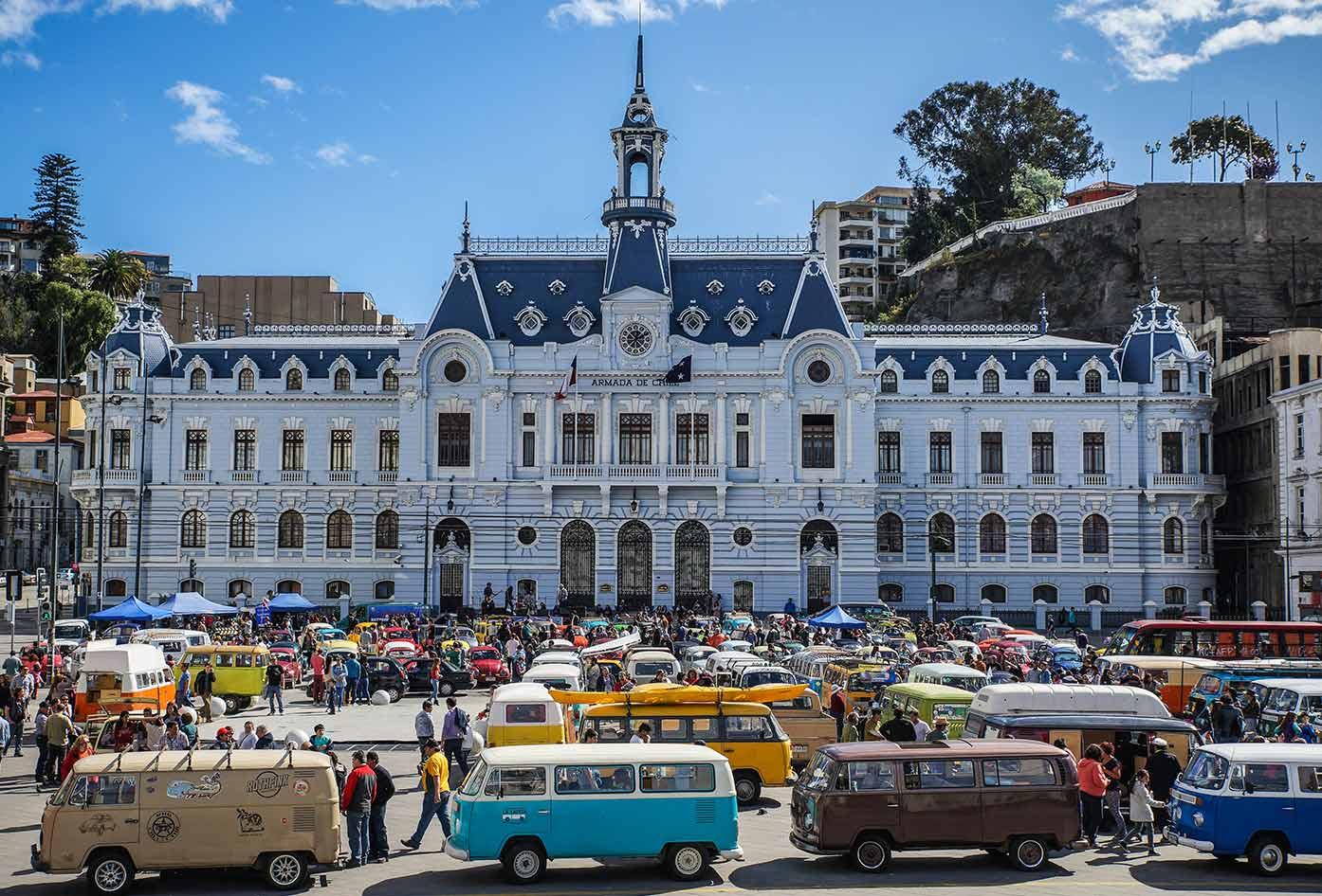 plaza sotomayer in valparaiso chile