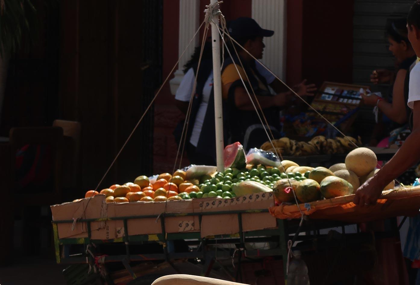 fruit man santa marta