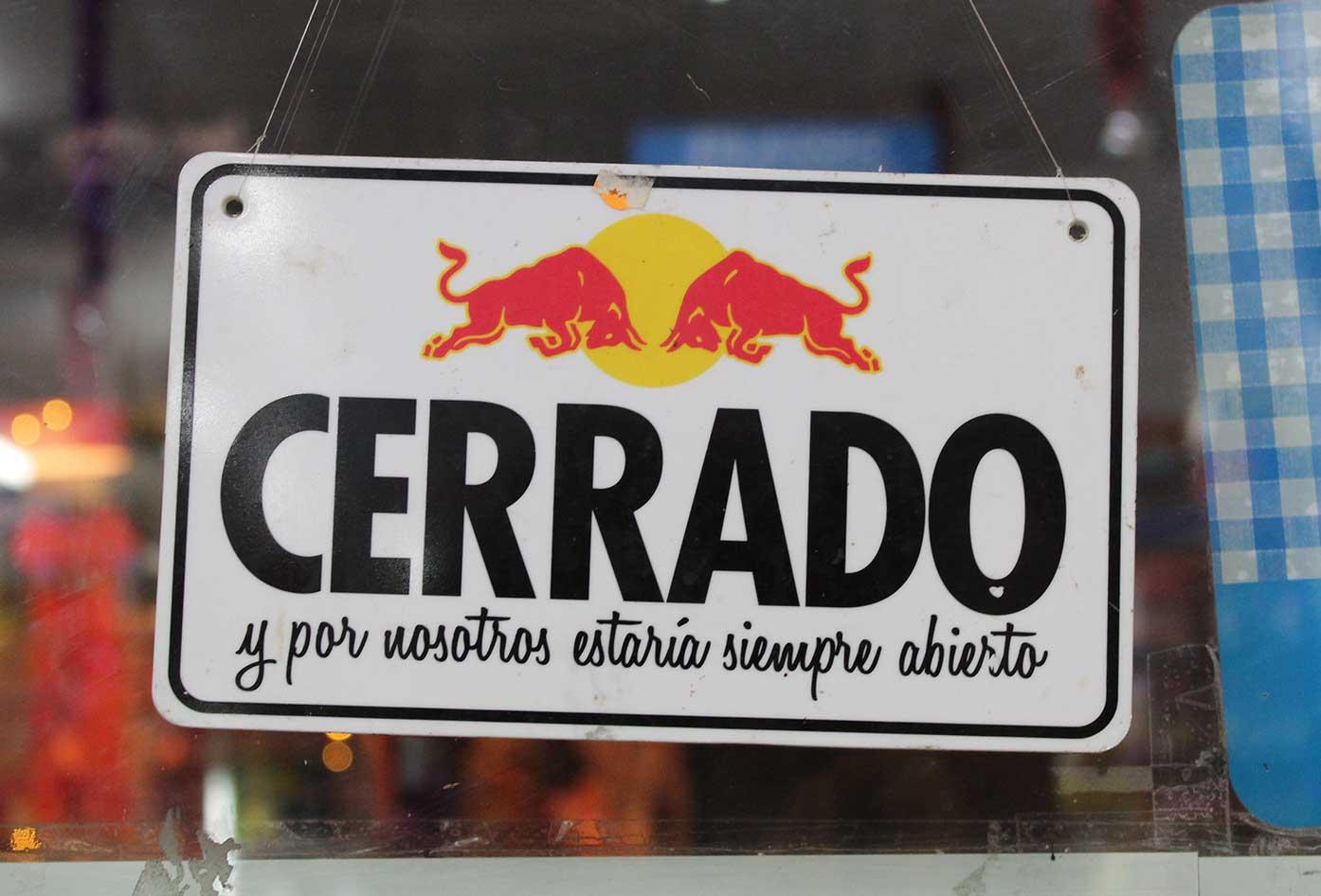 closed in spanish sign