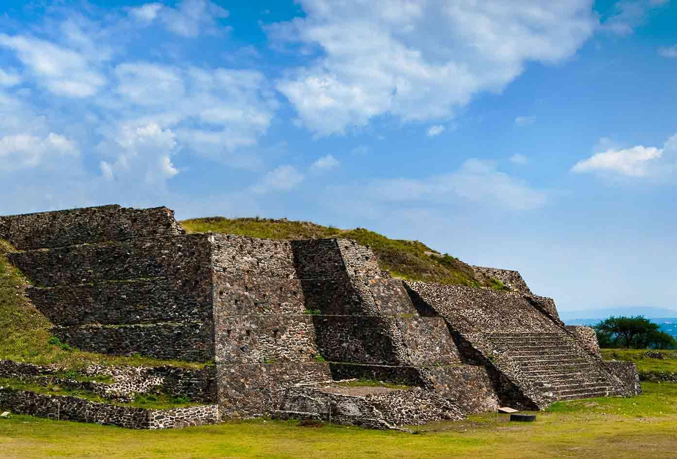 tula pyramid mexico